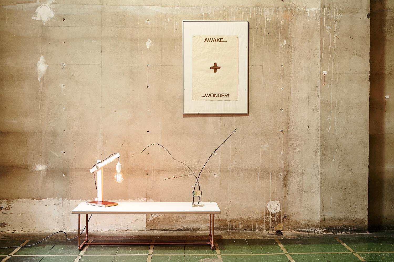 Couchtisch und Lichtobjekt von Georg Emrich / Diverses