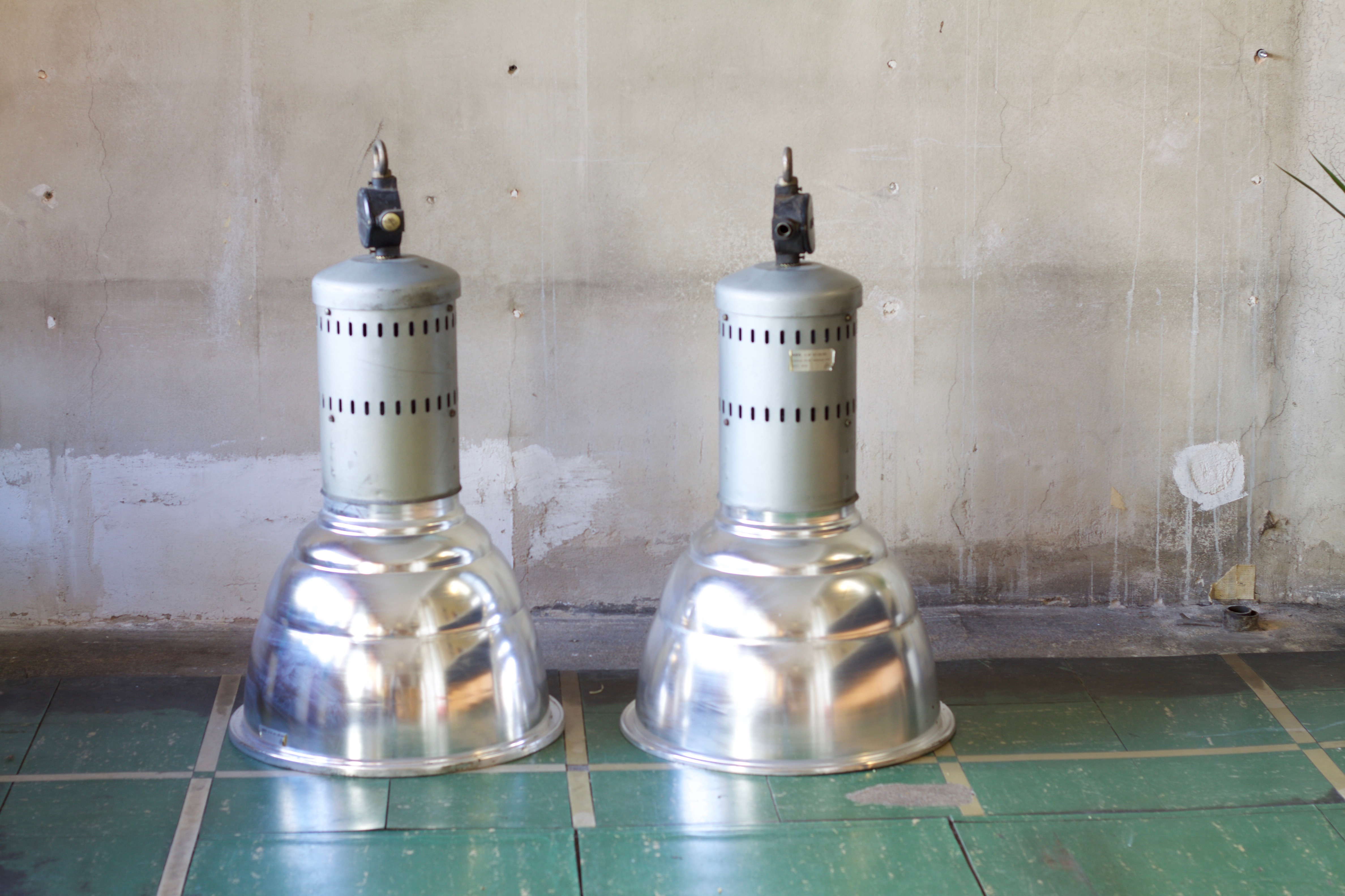 Große Industrielampen in Silber Ansicht von Vorne